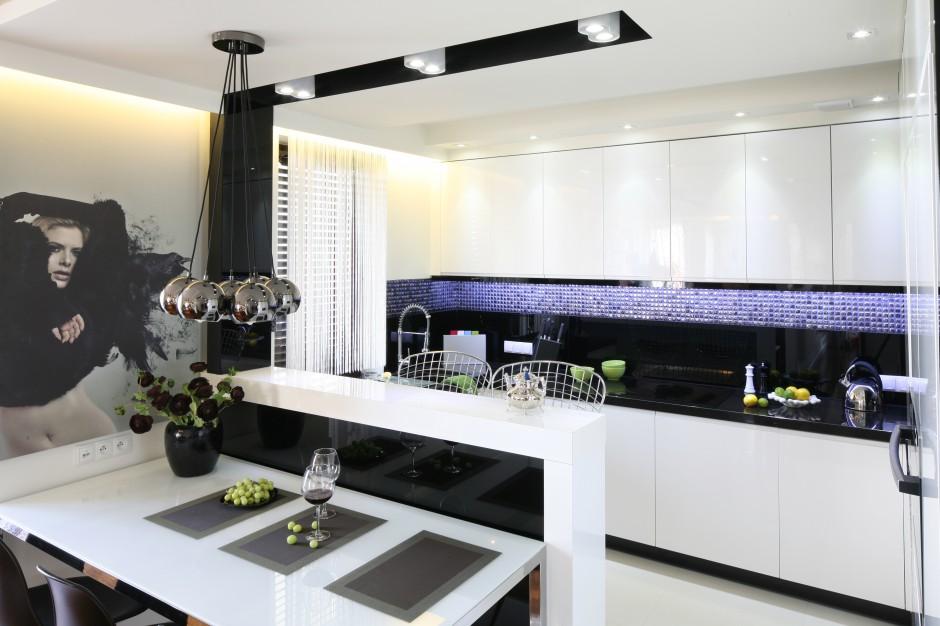 Elegancka kuchnia, w której Czarno biała kuchnia   -> Kuchnia Bialo Czarna Z Barkiem