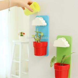 Rainy Pot - kolorowa doniczka przystosowana do montażu na ścianie. W zestawie znajdziemy ciekawe rozwiązanie na podlewanie. Projekt: Jeong Seungbin. Fot: Dailylife lab.