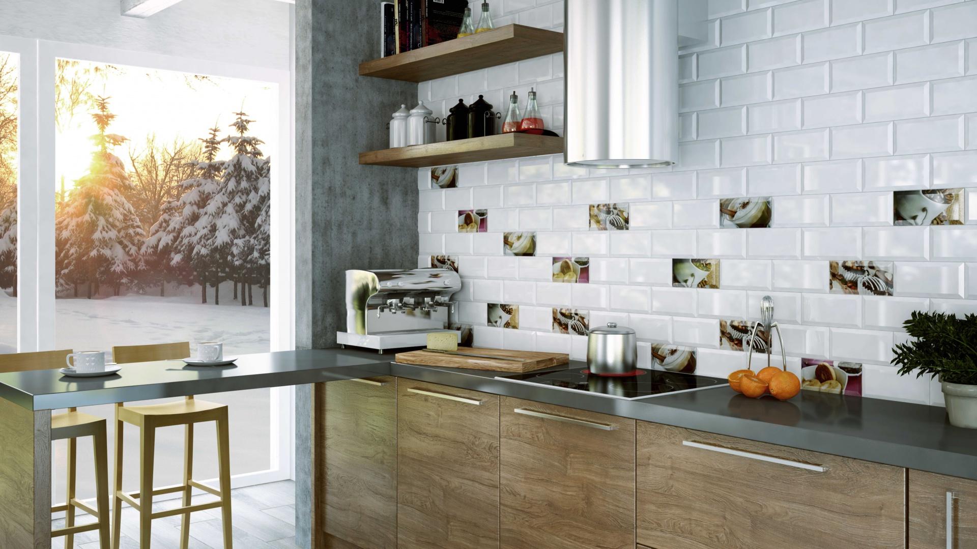 Ścianę nad blatem wykończono płytkami ceramicznymi w stylu tradycyjnych białych kafli. Biel przełamano kolorowymi akcentami w postaci szklanych insertów z motywem smakowitych deserów. Fot. Ceramika Paradyż, kolekcja Tamoe.