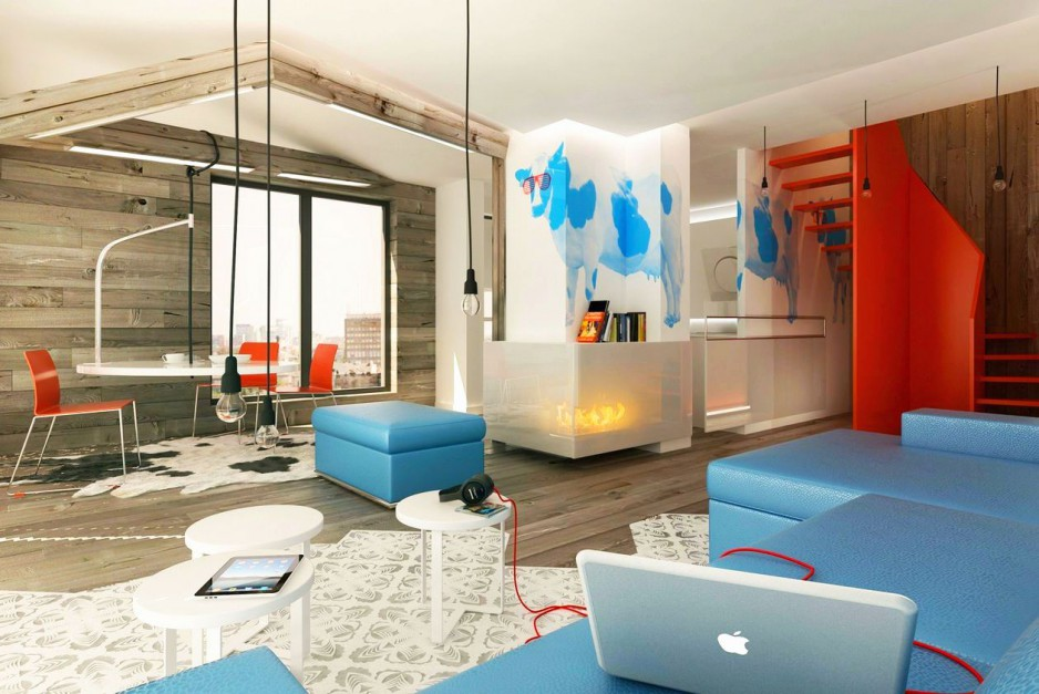 Drewno, błękit i czerwień to dość oryginalne połączenie. Pewnym symbolem tej oryginalnej aranżacji jest namalowana na ścianie nad kominkiem niebieska krowa w czerwonych okularach przeciwsłonecznych. Dekoracja łączy w sobie kolory przewodnie aranżacji salonu i jadalni. Fot. PressEnter Design.