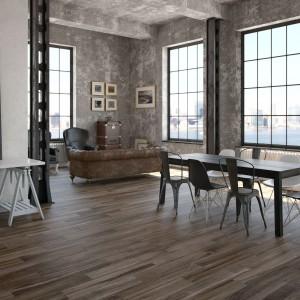 Drewnopodobne płytki porcelanowe z drewnianym dekorem wprowadzą do przestrzeni jadalni domowy klimat. Fot. Argenta Ceramica, płytki z serii Silva.