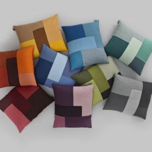 Poduszki Brick od duńskiej designerskiej marki Normann Copenhagen. Dostępne w sklepie Fabrykaform, cena: 325 zł.  Inspiracją dla tego projektu były konstrukcje z cegieł, ułożonych na zakładkę, gry typu Tetris, puzzle i oczywiście tradycyjna metoda patchworkowa. Fot. Fabryka Form.
