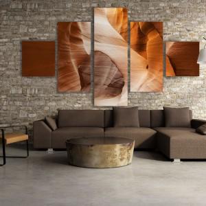 Propozycja sklepu Fixar to pentaptyk zainspirowany ścianami kanionu. Idealny obraz do wnętrza w ciepłych ziemistych kolorach. Nie trzeba podróżować daleko, by mieć naturę na wyciągnięcie ręki. Cena od ok. 335 zł (za pięć części) - w zależności od wymiaru. Fot. Fixar.