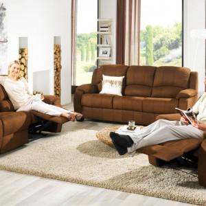 Wyposażenie salonu w meble z funkcją relaksu pozwala odprężyć ciało i umysł, bez konieczności wychodzenia do sypialni. Fot. Mobel Martin.