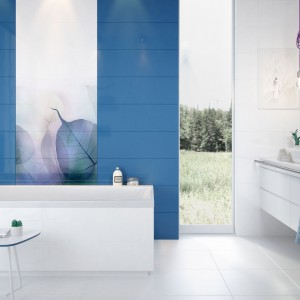Kolekcja Vivid Colours marki Opoczno to efektowne połączenie eleganckiej bieli i błękitu, z dekorami z motywem liści. Fot. Opoczno.
