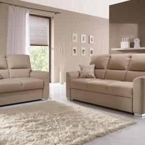 Sofa Alto z oferty marki Meble Wajnert dostępna w dwóch modelach - dwu- i trzyosobowa. Przeznaczona do małych i dużych wnętrz. Fot. Meble Wajnert.