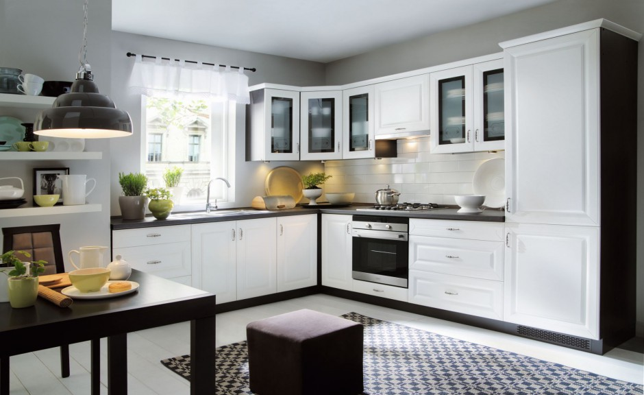 W tej urokliwej klasycznej Elegancka, biała kuchnia   -> Biala Kuchnia Elegancka