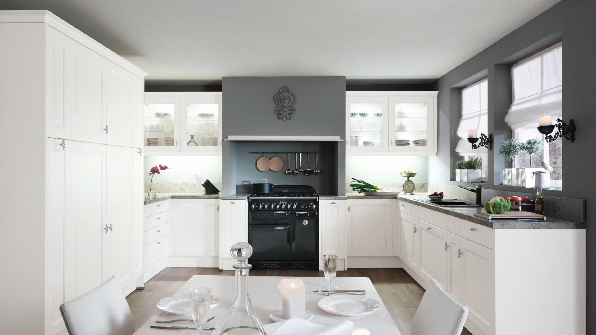 Elegancka, biała kuchnia Postaw na ciemny blat  Galeria   -> Kuchnie Z Uchwytami