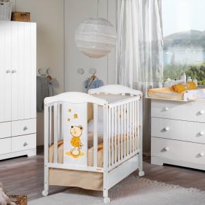 Pokój dziecka powinien być jasny i ciepły. Najlepiej jest zastosować jasne, pastelowe kolory - z nutą zieleni lub pomarańczy, odcienie żółci, błękit o ciepłym zabarwieniu, ja również złamaną biel. Fot. Micuna.