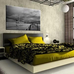 Czarno-białe zdjęcie z dwoma mostami do kupienia na stronie AgatonStudio. Nie tylko ozdobi ścianę nad łóżkiem, ale daje też powody do refleksji. Fot. AgatonStudio.