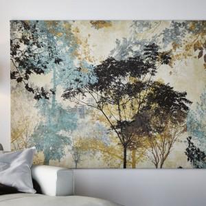 Melancholijny obraz z koronami drzew to propozycja od IKEA. Świetnie ozdobi jasne, stonowane wnętrze. Fot. IKEA.