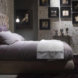 Łóżko Heaven poprzez bardzo dekoracyjną formę dominuje we wnętrzu sypialni. Fot. Baxter.