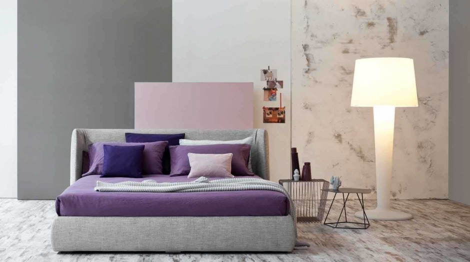 Tapicerowane łóżko Basket z lekko zaokrąglonymi bokami zagłówka. Projekt: Mauro Lipparini. Fot. Bonaldo.