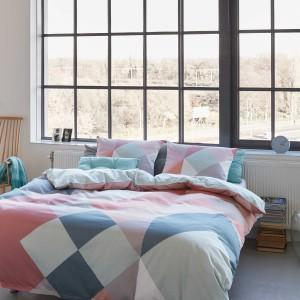 Pościel Essenza Sjors w pastelowych odcieniach połączonych z geometrycznym wzorem. Fot. Essenza Home.