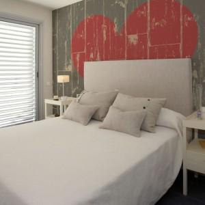 Fototapeta w stylu retro stanowi ciekawą dekorację sypialni. Fot. Minka.pl.