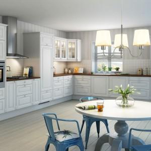 Piękna kuchnia w klasycznym stylu i jasnych barwach z odrobiną błękitnej tonacji. Pastelowe kolory idealnie pasują do stylizowanych mebli. Fot. Nettoline, kuchnia Nice.