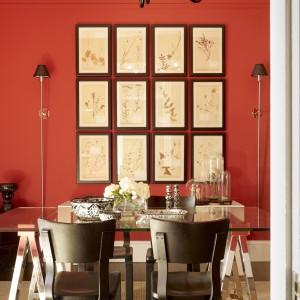 Zgaszona czerwień to idealna propozycja dla miłośników kolorów stroniących od ekstrawagancji. Fot. Benjamin Moore.