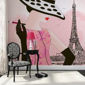 Grafika z paryżanką nada się do szykownego, kobiecego wnętrza. Fototapeta dostępna na stronie Foteks. Fot. Foteks.