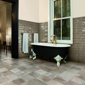 Płytki z kolekcji Poitiers Sage marki Peronda mają szkliwioną, powierzchnię i i format cegieł - w stylu retro. Fot. Peronda.