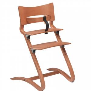 Krzesełko dostępne jest w sześciu naturalnych kolorach drewna, dzięki czemu można wybrać model idealny do aranżacji kuchni czy jadalni. Fot. Cuckooland.
