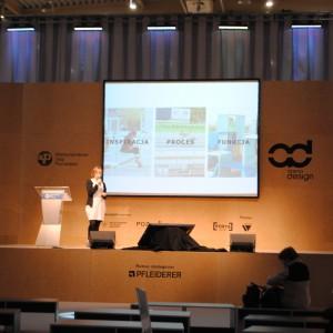 Wykład na temat Instalacji w przestrzeni publicznej, pomiędzy designem, architekturą i sztuką wygłosiła Iza Bołoz. Fot. Piotr Sawczuk.