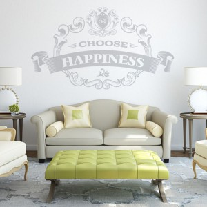 Dla entuzjastów ozdobnej typografii marka YeYe Stickers przygotowała naklejkę Choose Happiness, która wprowadzi pozytywny nastrój do każdego wnętrza. Wzór do kupienia w sklepie DaWanda, dostępny w 36 kolorach. Fot. DaWanda.