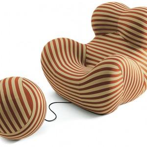 Znana na całym świecie seria UP została zaprojektowana przez Gaetano Pesce w 1969 roku. Jest znana na całym świecie i uznawana za ikonę włoskiego designu. Jak przyznał sam twórca, słynny fotel powstał z inspiracji pięknem kobiecych kształtów. Fot. Innes.