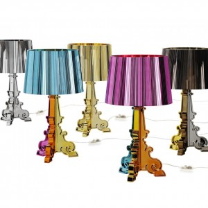 Lampa stołowa Bourgie marki Laviani urzeka misternymi zdobieniami podstawy. Dostępna w wielu kolorach, dzięki czemu każdy może znaleźć model idealny do aranżacji. Fot. Design Studio Laviani.