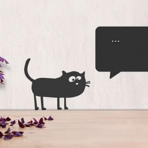 Zamyślony kot to designerska dekoracja ścienna idealna do pokoju nastolatka. W chmurce, gdzie kłębią się myśli zwierzaka, można wpisać np. motto lub ulubiony cytat. Fot. catsonappletres.de.