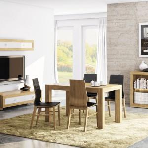 Meble do jadalni i salonu z kolekcji Magnetic marki Paged łączy elegancką biel z ciepłym drewnem. Fot. Paged.