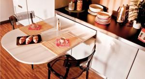 Wydawałoby się, że te dwie cechy, jednego z najważniejszych pomieszczeń w domu, wykluczają się. Nowe rozwiązania producentów mebli pozwalają nawet z najmniejszego pomieszczenia, stworzyć praktyczną kuchnię do codziennego funkcjonowania.