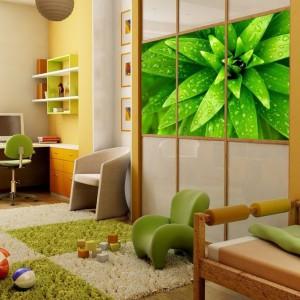 Naklejka na szafę ze zdjęciem rośliny w skali makro ożywi wnętrze, doda mu wiosennego nastroju i energii. Fot. AgatonStudio.