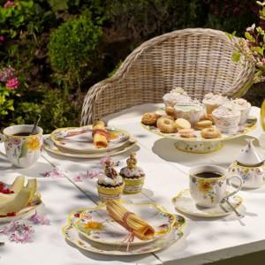 Ekskluzywna zastawa stołowa w kwiaty to wiosenna propozycja od marki Villeroy&Boch. Dzięki niej stół będzie wyglądał nastrojowo i naprawdę pięknie. Fot. Villeroy&Boch.