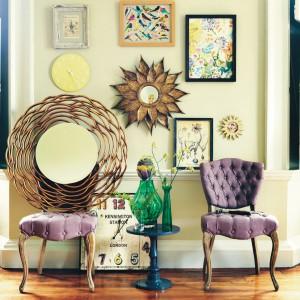 Czasem wystarczy tylko kilka kolorowych akcentów: zielony wazon czy wiosenny obraz, żeby wnętrze stało się bardziej radosne. Fot. TK Maxx.