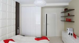 Wysoka zabudowa to praktyczne rozwiązanie, które pomoże nam utrzymać porządek w każdej sypialni. Zobaczcie ciekawe propozycje rozwiązań z polskich domów.