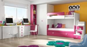 Jak na kilku metrach kwadratowych pogodzić dwa dziecięce, często różne charaktery? Zobaczcie propozycje aranżacji małych pomieszczeń dedykowanych rodzeństwu.