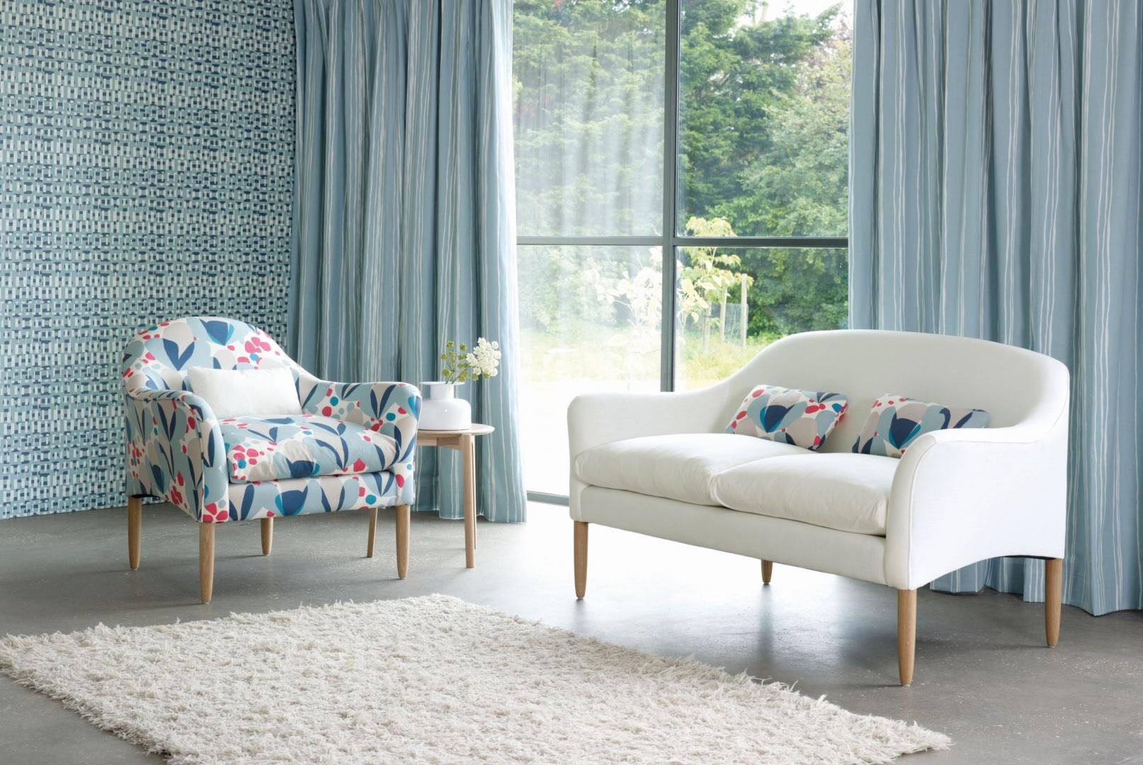 Kolekcja Makela marki Villa Nova jest zbiorem tkanin z graficznymi wzorami inspirowanych kwiatami, geometryczną abstrakcją i paskami w wyrazistych, nowoczesnych odcieniach. Fot. Villa Nova.
