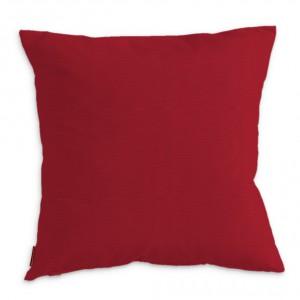 Prosta i praktyczna poszewka na poduszkę Kinga marki Dekoria z wygodnym zapięciem na zamek błyskawiczny. Czerwony kolor ożywia prostokątną poduszkę oraz dopełnia aranżację. Fot. Pinio.
