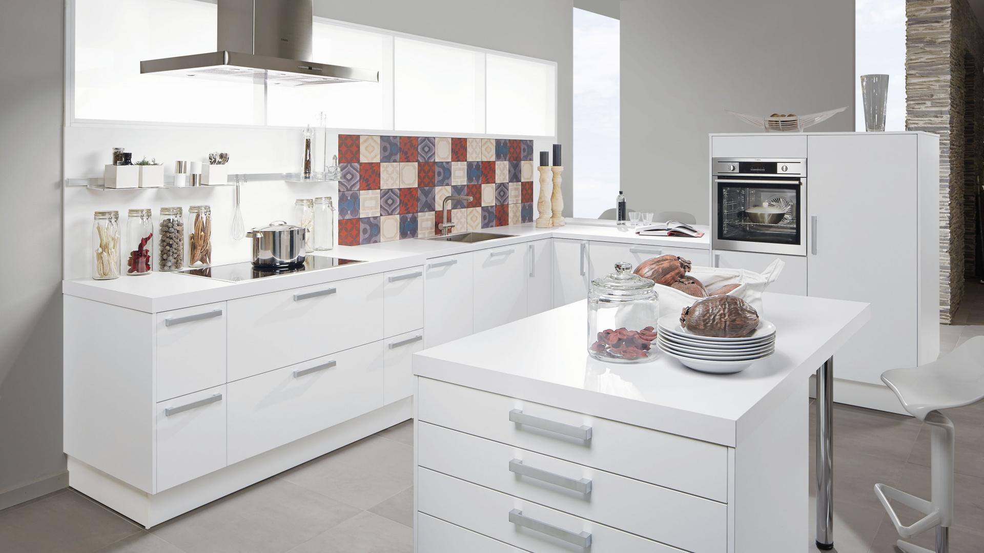 Fronty mebli kuchennych Modna biała kuchnia 20   -> Kuchnie Z Uchwytami