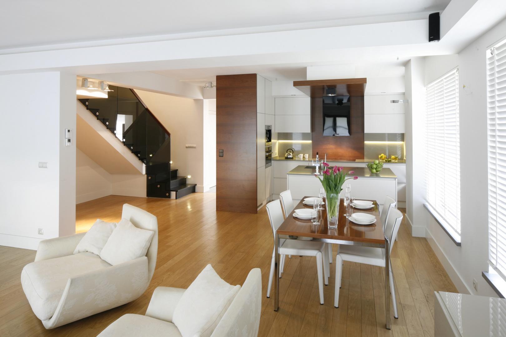 Otwarta na salon kuchnia Salon z kuchnią i jadalnią   -> Kuchnia A Salon