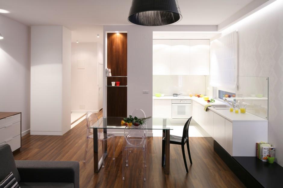 Jasna i przestronna kuchnia Salon z kuchnią i
