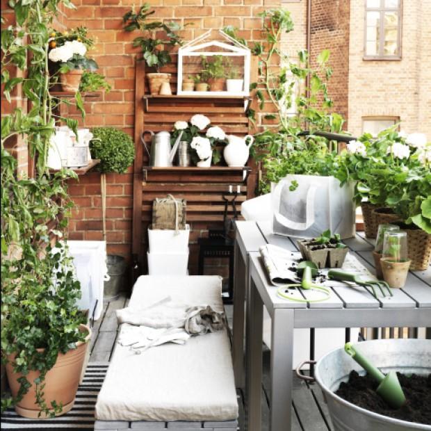 Mały balkon - idzie wiosna, więc zobacz jak go urządzić