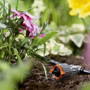 Wiosną nie możemy zapomnieć o odpowiednim nawadnianiu roślin. Prosty i komfortowy sposób kropelkowego nawadniania ułatwi nam dbanie o nasz ogród. Fot. Gardena.