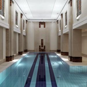 Za tę cenę mieszkańcy dostają jednak nie tylko komfortowe mieszkanie, ale także atrakcje w budynku, jak choćby znajdujący się na miejscu basen. Fot. Nieruchomości Powiśle.