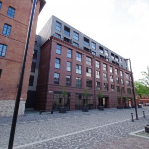 Odnowiony zabytkowy XIX-wieczny browar to jedno z najbardziej prestiżowych miejsc w Krakowie. Apartament tutaj kosztuje 1,3 miliony złotych. Fot. Balmoral.