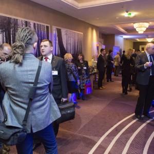 Wydarzenie już na stałe wpisało się w kalendarz imprez branży meblowej. To okazja nie tylko do wręczenie nagród i statuetek, ale także do nieformalnych rozmów w przyjemnej atmosferze. Fot. Bartosz Jarosz.