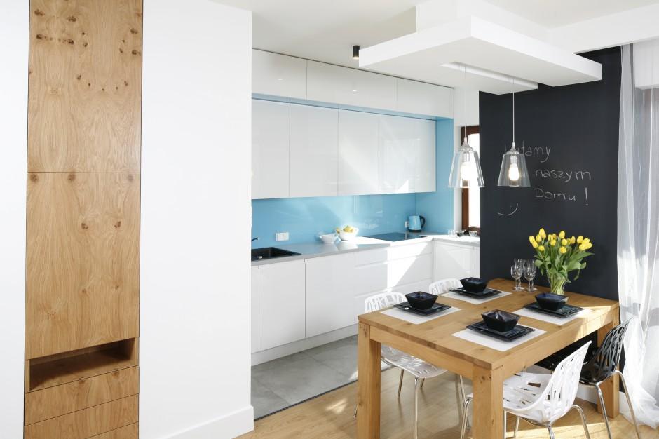 Jadalnia – z dużym dębowym Mała kuchnia w bloku tak ją urządzisz # Kuchnia Z Jadalnią I Salonem W Bloku