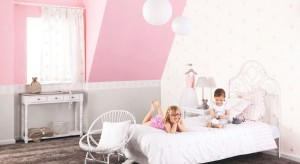 Jak powinien wyglądać słodki pokój córki? Na pewno nie może zabraknąć w nim dziewczęcego różu.