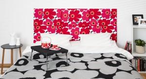 Kolorowe tkaniny czydodatki wprowadzą pogodny nastrój i odświeżą wygląd każdej sypialni.