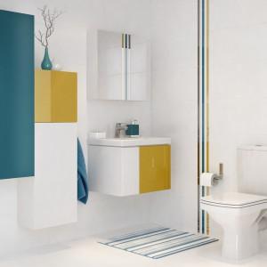 Dopełnieniem serii łazienkowej Colour są kolorowe listwy szklane dostępne w trzech kolorach. Listwy kolorystycznie nawiązują do frontów mebli, dzięki czemu dają wiele ciekawych możliwości aranżacyjnych. Fot. Cersanit.